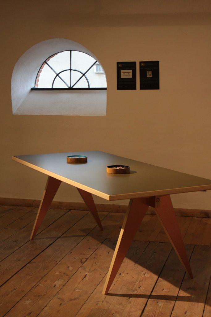 Stół ST Calipers Custom / projekt: Piotr Grzybowski Magdalena Hubka / producent: Swallow's Tail Furniture