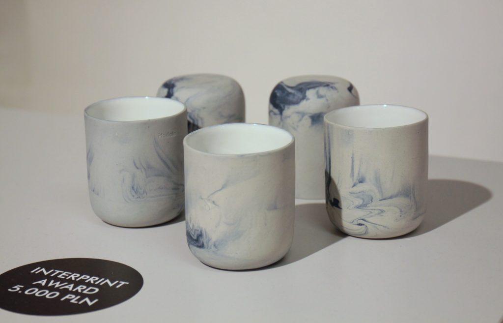 """Nagroda Interprint została przyznana Magdalenie Kucharskiej, za wyjątkowy zestaw użytkowych naczyń ceramicznych – """"Baltica"""